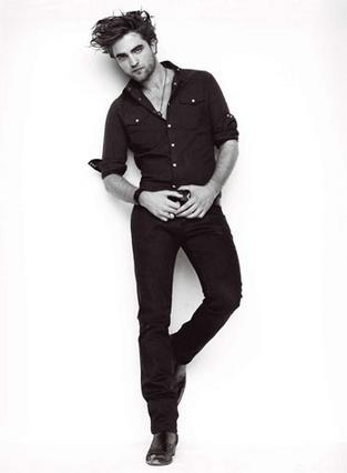 Ο πιο σέξι άντρας του κόσμου σύμφωνα με τους αναγνώστες του περιοδικού  Glamour . Το... κέρατο μάλλον έκανε καλό στον Ρόμπερτ Πάτινσον.