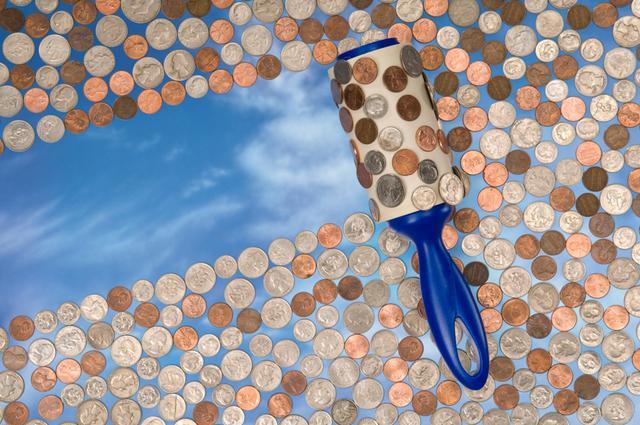 Αυτοκόλλητο ρολό καθαρισμού: 10 χρήσεις για να γλιτώσεις χρήματα