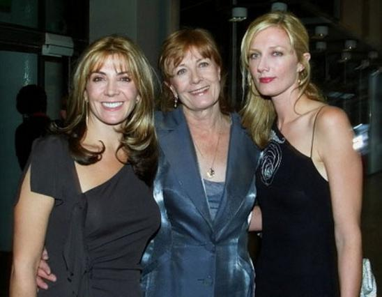 Η Νατάσα Ρίτσαρντσον (αριστερά) με τη μητέρα της, Βανέσα Ρεντγκρέιβ και την αδελφή της, Τζοέλι Ρίτσαρντσον.