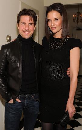Ο Τομ Κρουζ με τη νυν σύζυγό του, Κέιτι Χολμς, η οποία, όπως και η πρώην Νικόλ Κίντμαν, του ρίχνουν λιγουλάκι.