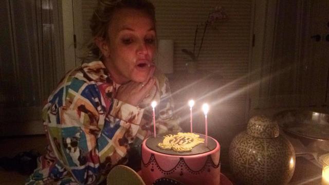 Η Μπρίτνεϊ, οι πιτζάμες και η τούρτα έκπληξη