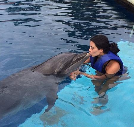 Κιμ Καρντάσιαν: Το κορίτσι και το δελφίνι!