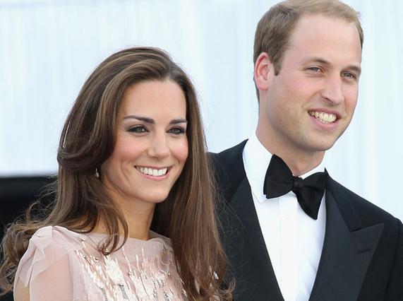 Ανέλαβαν τα επίσημα καθήκοντά τους μετά φανών και λαμπάδων οι νεαροί πρίγκιπες...