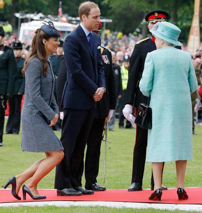 Και για όσους αναρωτιούνται σχετικά με την υπόκλιση ευγενείας μπροστά στη βασίλισσα... ιδού!