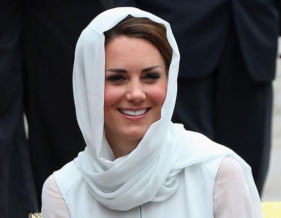 Μεγάλη λαχτάρα για την Κέιτ, η οποία μπορεί να είναι ευτυχισμένη στο πλευρό του πρίγκιπά της, όμως από τη νέα της ζωή δεν πρέπει να απολαμβάνει καθόλου το κομμάτι που αφορά στην έκθεσή της στη δημοσιό