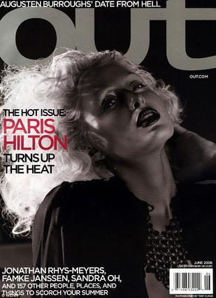 Το 2006 η Πάρις πόζαρε προκλητικά στο εξώφυλλο του γκέι περιοδικού OUT. Σήμερα έχει ανοίξει πόλεμο με όλους τους ομοφυλόφιλους.