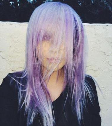 Ακόμη μια διάσημη ξανθιά με μωβ (!) μαλλί