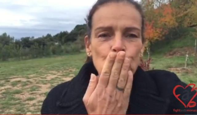 Το selfie φιλί της  γερασμένης  Στεφανί του Μονακό