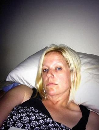 Η 37χρονη Κάρεν Μόουτς, εδώ σε φωτογραφία που είχε αναρτήσει παλιότερα στο Twitter, δεν κατάφερε τελικά να αντιμετωπίσει τους δαίμονές της.