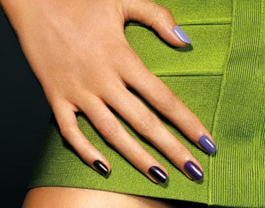Μάθε τα πάντα για την καυτή καλοκαιρινή τάση στα νύχια σου!
