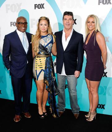 Η επίσημη παρουσίαση των κριτών για το φετινό X Factor. Από αριστερά, ο Λ. Α. Ράιντ, η Ντέμι Λοβάτο, ο Σάιμον Κάουελ και η Μπρίτνεϊ Σπίαρς.