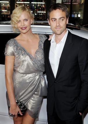 Η Σαρλίζ Θερόν και ο Στιούαρτ Τάουνσεντ ήταν ζευγάρι επί 10 χρόνια πριν από τον χωρισμό τους το 2010.