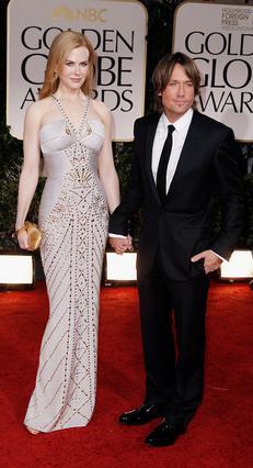 Η Νικόλ Κίντμαν, εντυπωσιακή όπως πάντα, στο πλευρό του συζύγου της, Κιθ Ούρμπαν στην πρόσφατη τελετή για τις φετινές Χρυσές Σφαίρες.
