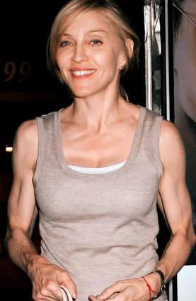 Πάντα γυμνασμένη η Μαντόνα, αν και δεν είναι λίγοι αυτοί που θεωρούν ότι μοιάζει περισσότερο με άντρα πια...