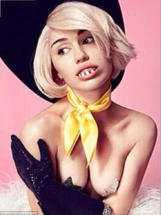 Η Μάιλι με μασέλα Gaga και αστέρια στις... θηλές!