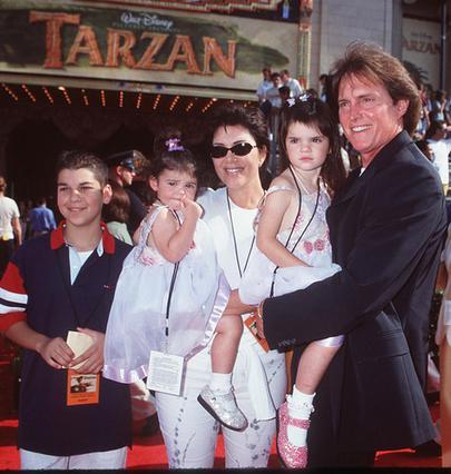 O Μπρους και η Κρις σε παλιά οικογενειακή φωτογραφία με τις κόρες τους.