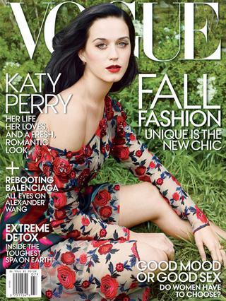 Εντυπωσιάζει η Κέιτι Πέρι στο εξώφυλλο της αμερικανικής  Vogue  φωτογραφημένη από την Άνι Λίμποβιτς.