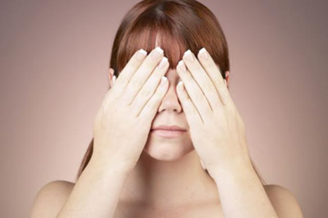 Αν εκτεθείς μην τρίβεις τα μάτια,  γιατί χειροτερεύεις τα πράγματα.