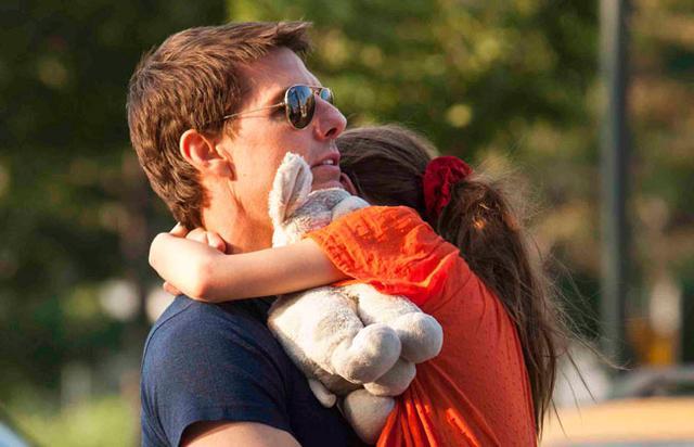 Ύστερα από περίπου 4 μήνες ο Τομ Κρουζ θα κρατήσει πάλι τη Σούρι στην αγκαλιά του.
