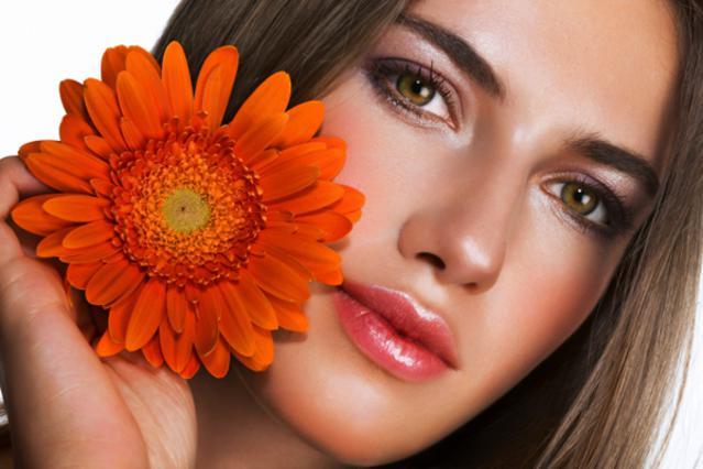 Τα 4 εργαλεία-φωτιά του καλοκαιρινού μακιγιάζ