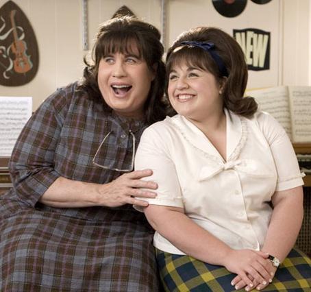 Στην ταινία  Hairspray , ο Τζον Τραβόλτα έπαιζε γυναικείο ρόλο και πολύ είπαν ότι  βρέθηκε στο στοιχείο του . Εδώ με τη συμπρωταγωνίστριά του, Νίκι Μπλόνσκι.