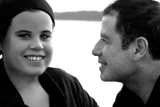 Ο Τζον Τραβόλτα μαζί με τον  γιο του Τζετ, ο οποιός χάθηκε  από τη ζωή τον Ιανουάριο του 2009 σε ηλικία 16 ετών.