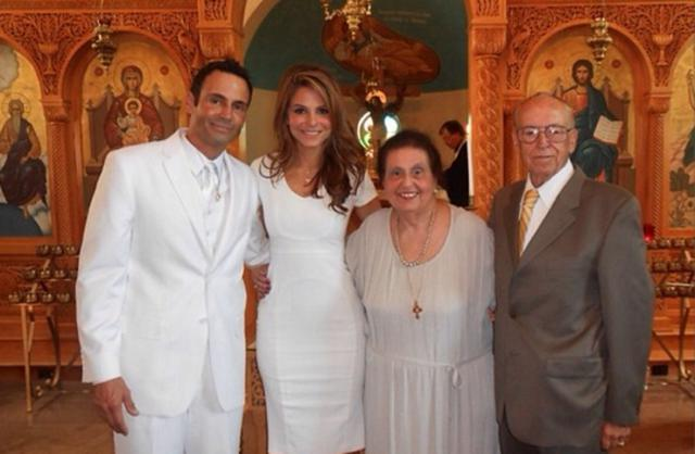 Η Μαρία Μενούνος βάπτισε (!) τον σύντροφό της