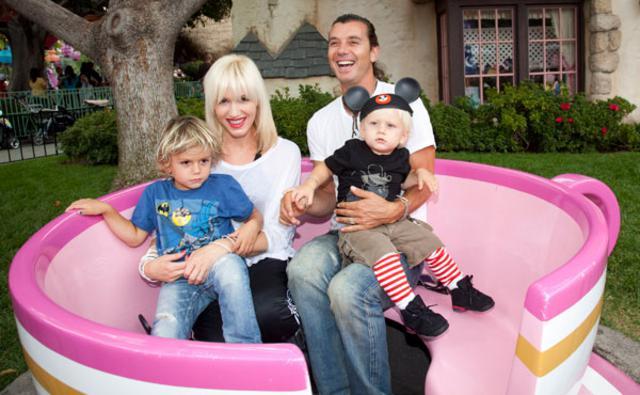 Η Γκουέν Στεφάνι με τον άντρα  της, Γκάβιν Ροσντέιλ και  τα δύο παιδιά τους.