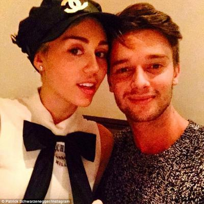 Ο <b>Πάτρικ Σβαρτσενέγκερ</b> (Patrick Schawrzenegger) και η <b>Μάιλι Σάιρους</b> (Miley Cyrus) δεν κρύβονται πια. Μάλιστα, με την αφορμή του Αγίου Βαλεντίνου, ο 21χρονος γιος του Άρνι πόσταρε αυτή τη
