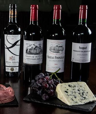 <p> Τα Γαλλικά κρασιά θεωρούσα πάντα ότι είναι η βάση της γνώσης και γευστικής εκπαίδευσης κάθε οινόφιλου. Αποτελούν το απόλυτο σημείο αναφοράς, ακόμη κι αν συνηθίζουμε να αγοράζουμε κυρίως ελληνικά