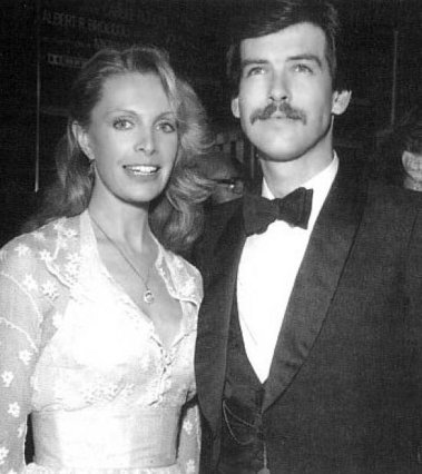 Ο Πιρς και η Κασάνδρα γνωρίστηκαν το 1977 και παντρεύτηκαν το 1980. Έζησαν μαζί ευτυχισμένοι μέχρι το 1991 που εκείνη πέθανε από καρκίνο των ωοθηκών σε ηλικία 43 ετών.