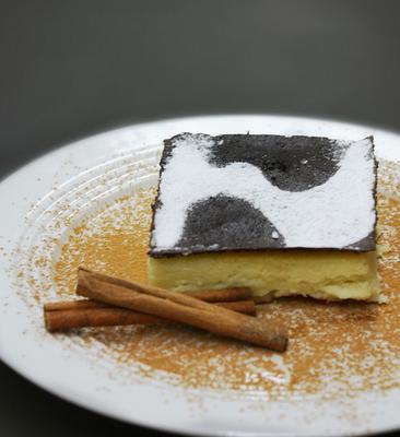 <p> Η γλυκιά αυτή πίτα, γνωστή και ως γαλόπιτα έχει διαδοθεί περισσότερο από περιοχές με άφθονο το ντόπιο φρέσκο γάλα και γίνεται με χρονικό ορόσημο το Πάσχα ή τις τελευταίες μέρες πριν την μεγάλη νη