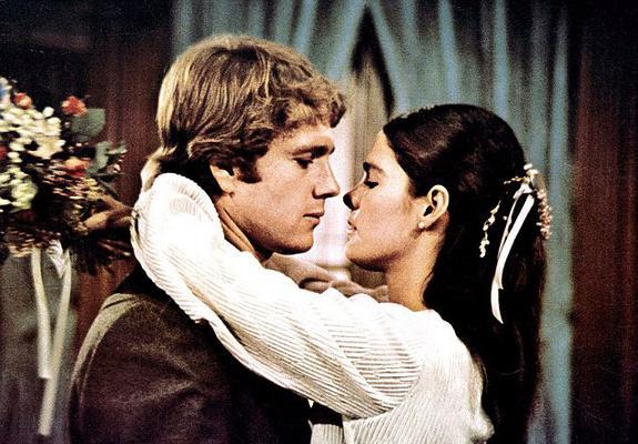 Αγάπη είναι να μην χρειάζεται να πεις ποτέ συγνώμη  έλεγε -μεταξύ άλλων- η  Τζένι  Άλι Μακ Γκρόου (Ali McGraw) στον αγαπημένο της  Όλιβερ  Ράιαν Ο' Νιλ (Ryan O Neil) στο  Love Story  του 1970 και έγρ