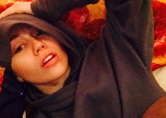 Ερωτευμένη και ευτυχισμένη στο πλευρό του Πάτρικ Σβαρτσενέγκερ η Μάιλι Σάιρους συνεχίζει να διασκεδάζει και να γεμίζει το Instagram με φωτογραφίες από την προσωπική της ζωή τόσο στην πραγματικότητα όσ