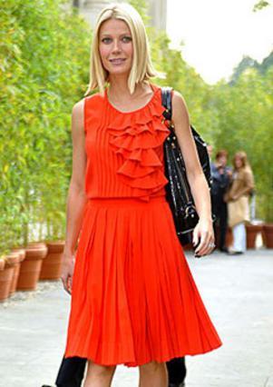 Η Γκουίνεθ Πάλτροου τολμά το πορτοκαλί που δένει άψογα με τα ξανθά μαλλιά και τη λευκή επιδερμίδα της. Πειραματίσου κι εσύ με τα έντονα χρώματα για πιο 'παιχνιδιάρικο' στυλ...