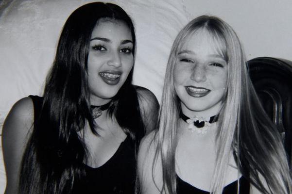 Η Νίκι Λουντ (Nikky Lund) και η Κιμ Καρντάσιαν (Kim Kardashian) μεγάλωσαν μαζί στο Καλαμπάσας και δεν είναι η πρώτη φορά που η τραγουδίστρια και σχεδιάστρια μόδας, σήμερα, Λουντ, μοιράζεται  υλικό  απ
