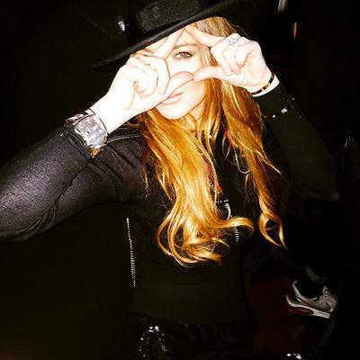 <p>Η Λίντσεϊ Λόχαν (Lindsay Lohan)<strong> έχει πολλές αδυναμίες:</strong> ποτό, ξενύχτι, ναρκωτικά (παλιότερα), σέξι πόζες και, φυσικά σόσιαλ μίντια.</p>  <p><strong>Ποστάρει αδιάκοπα φωτογραφίες στο
