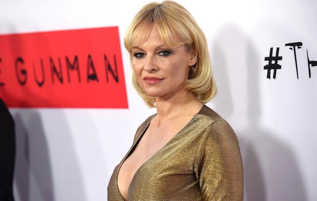 "<p>Η Πάμελα Άντερσον (Pamela Anderson) πήγε<strong> στην πρεμιέρα της ταινίας ""Gunman""</strong> χθες και έβαλε φωτιά στο κόκκινο χαλί, αλλά με τρόπο αντίθετο σε αυτό που μας έχει συνηθίσει ό"
