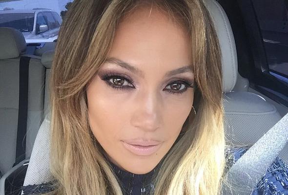 <p><strong>Εθισμένη στα σόσιαλ μίντια</strong>, η Τζένιφερ Λόπεζ (Jennifer Lopez) δεν σταματά να τροφοδοτεί τους θαυμαστές της με φωτογραφίες από την επαγγελματική, αλλά και την προσωπική της ζωή.</p>