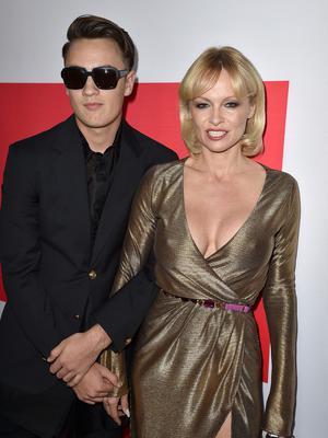 <p>Η Πάμελα Άντερσον (Pamela Anderson) <strong>συζητήθηκε πολύ τις τελευταίες μέρες.</strong> Αφορμή στάθηκε η τελευταία της εμφάνιση σε κινηματογραφική πρεμιέρα όπου την είδαμε πιο κουρασμένη από ό,τ