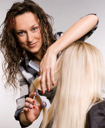 Άφησε την κομμώτρια να σου  καθαρίσει τις καμένες άκρες και  θα δεις το μαλλί σου να μακραίνει ακόμη πιο γρήγορα!