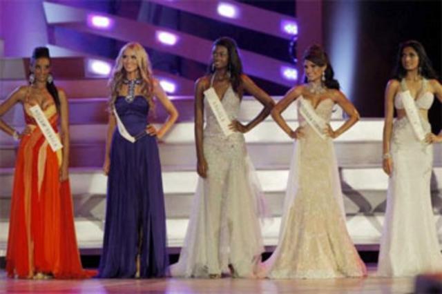 78271f27e11e Τρία υπέροχα δείγματα μάξι φορεμάτων στον τελικό του διαγωνισμού Μις Κόσμος  2008.
