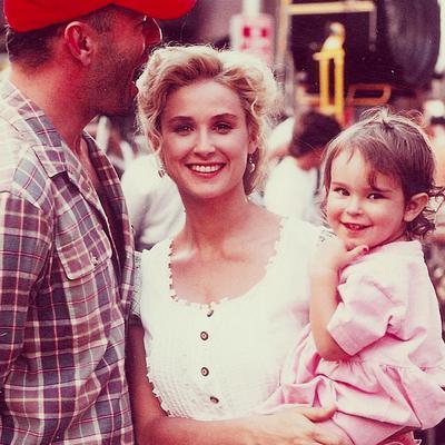 <p>Ο Μπρους Γουίλις (Bruce Willis) και η Ντέμι Μουρ (Demi Moore) υπήρξαν ένα από τα πιο διάσημα ζευγάρια της σόουμπιζ, κάνοντας μαζί τρεις κόρες.<strong> Την 26χρονη Ρούμερ (Rumer) -και όχι Ράμερ (!)