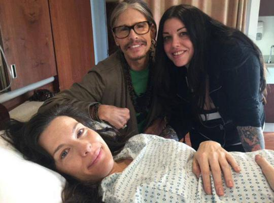 <p>Ο Στίβεν Τάιλερ (Steven Tyler) των Aerosmith <strong>έχει τρεις κόρες και έναν γιο</strong>. Η πιο διάσημη από τα κορίτσια του είναι, χωρίς αμφιβολία, η <strong>Λιβ </strong>(Liv), η οποία μόλις γέ