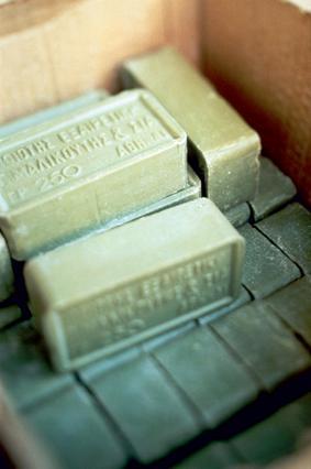 Πράσινο σαπούνι: 7 χρήσεις του που θα σου  λύσουν  τα χέρια