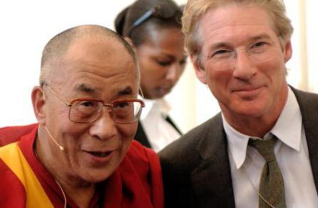 Ο πιο διάσημος, ίσως, βουδιστής του  Χόλιγουντ, Ρίτσαρντ Γκιρ, μαζί με τον Δαλάι Λάμα