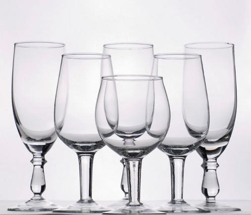 Αν έχουν θαμπώσει τα ποτήρια σου, μη σκας. Υπάρχουν τρόποι να τα συνεφέρεις...