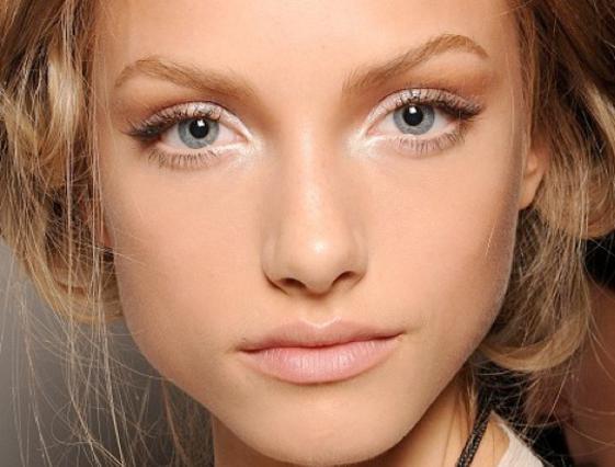Tώρα το φυσικό μακιγιάζ σε βάζει στην καρδιά της μόδας.