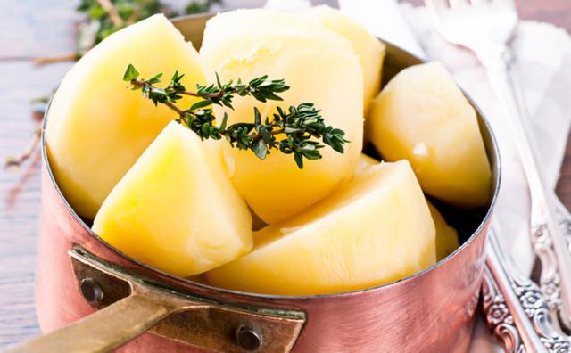 Μικρό τρικ για πεντανόστιμες βραστές πατάτες