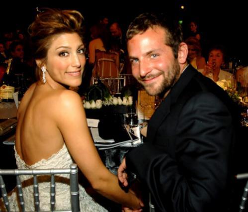 Ο Μπράντλεϊ Κούπερ υπήρξε παντρεμένος με την ηθοποιό Τζένιφερ Εσποζίτο για έναν χρόνο. Χώρισαν το 2008.